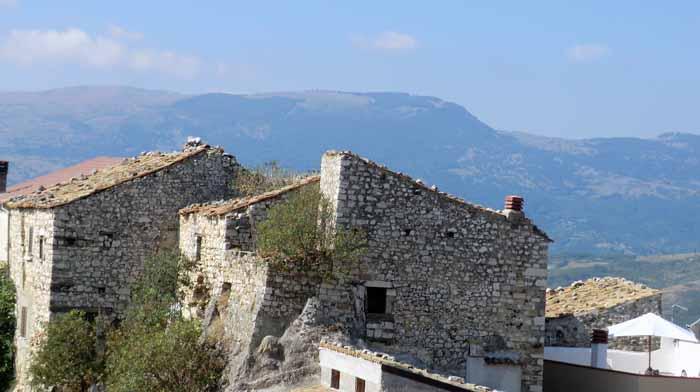 Bagnoli antiche case