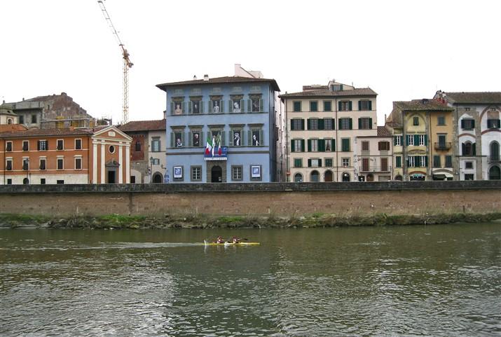 Pisa, lungarni con PALAZZO BLU