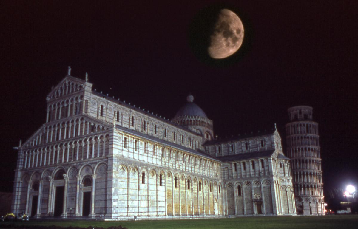 cattedrale-e-torre-pisa-notte