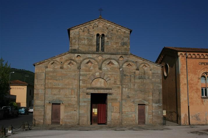 Vicopisano, pieve romanica esterno