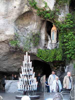 Lourdes un viaggio nelle proprie emozioni for Piscine lourdes