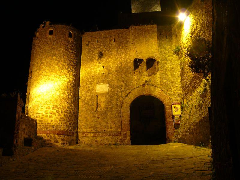 Castiglione_porta_del_borgo