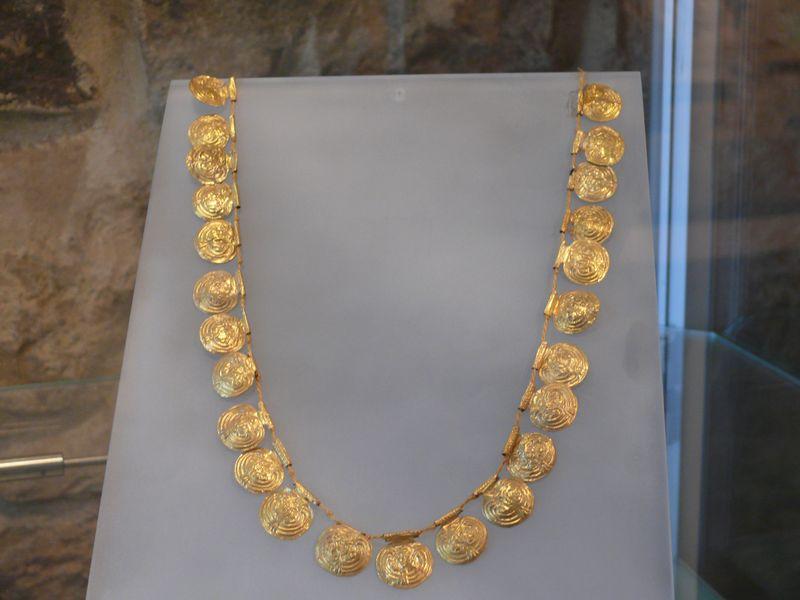 MuseoVetulonia_collana_d'oro