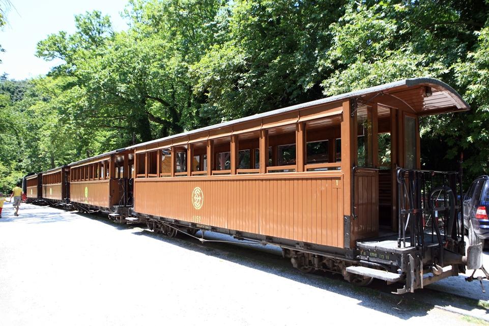 treno pilon in stazione