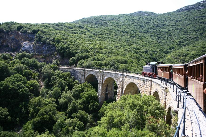 treno pilon percorso sul ponte