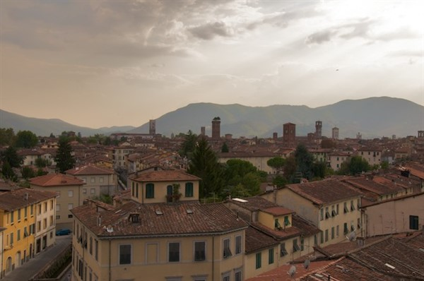 Lucca panoramica al tramonto 2