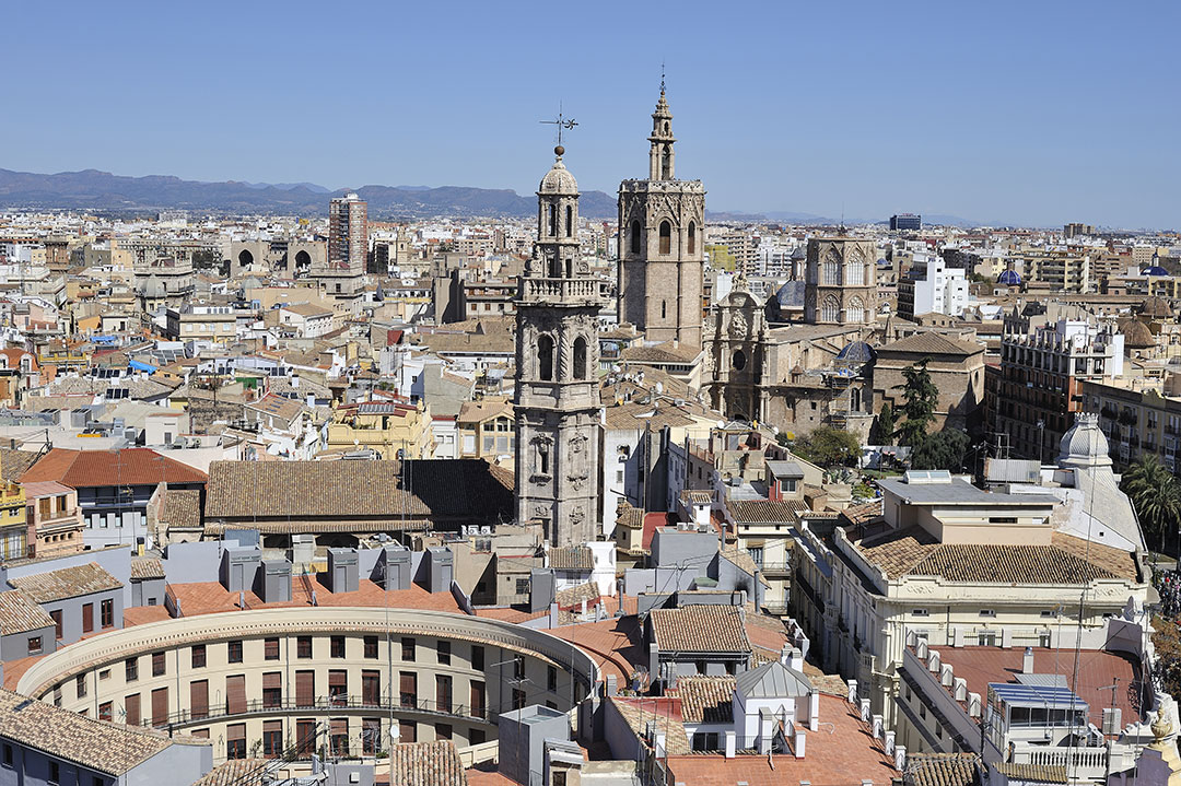 vista-panoramica-de-la-plaza-de-toros-y-valencia