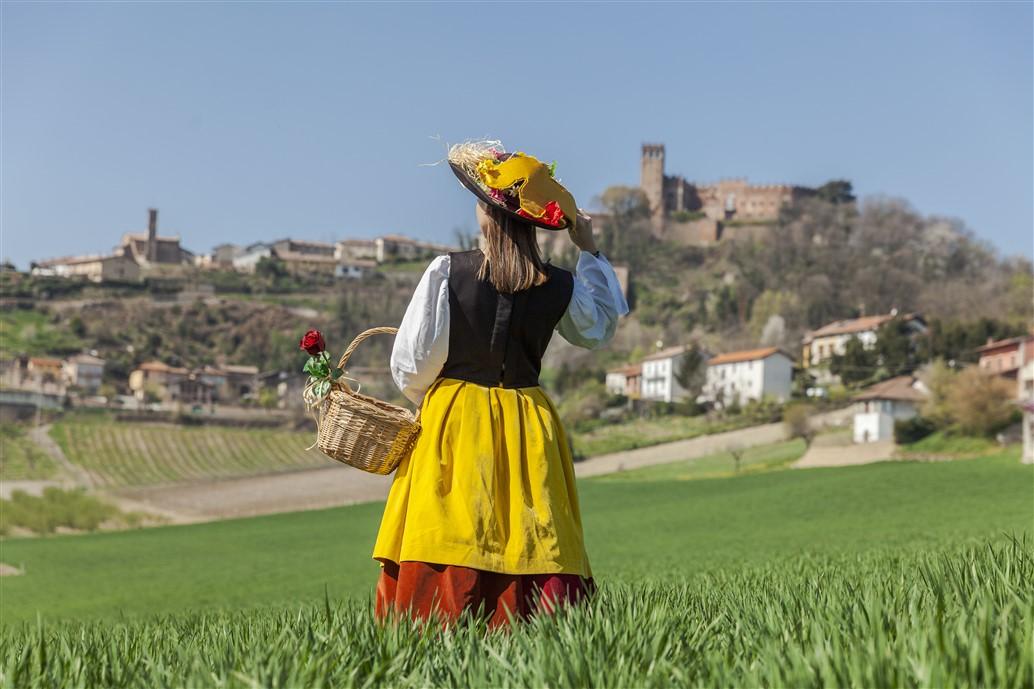 Monferrato Autentico, per chi sceglie la qualità della vita: un territorio che non ha confini, da annoverare tra i luoghi del cuore. Riso e Rose a maggio