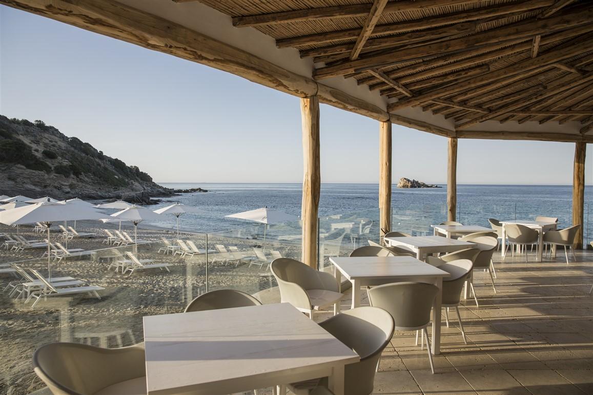 In Sardegna al Falkensteiner Resort Capo Boi, vacanze per tutta la famiglia, tra lusso, gastronomia e relax, con particolari attenzioni per i bambini