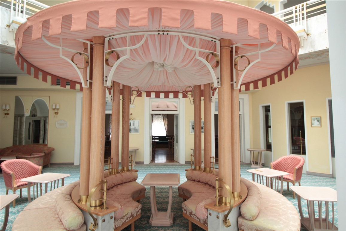 Al Grand Hotel Imperial di Levico Terme, fascino da Belle Époque, cure termali e la magia di Dennis Franch, chef filosofo ed artigiano del cibo