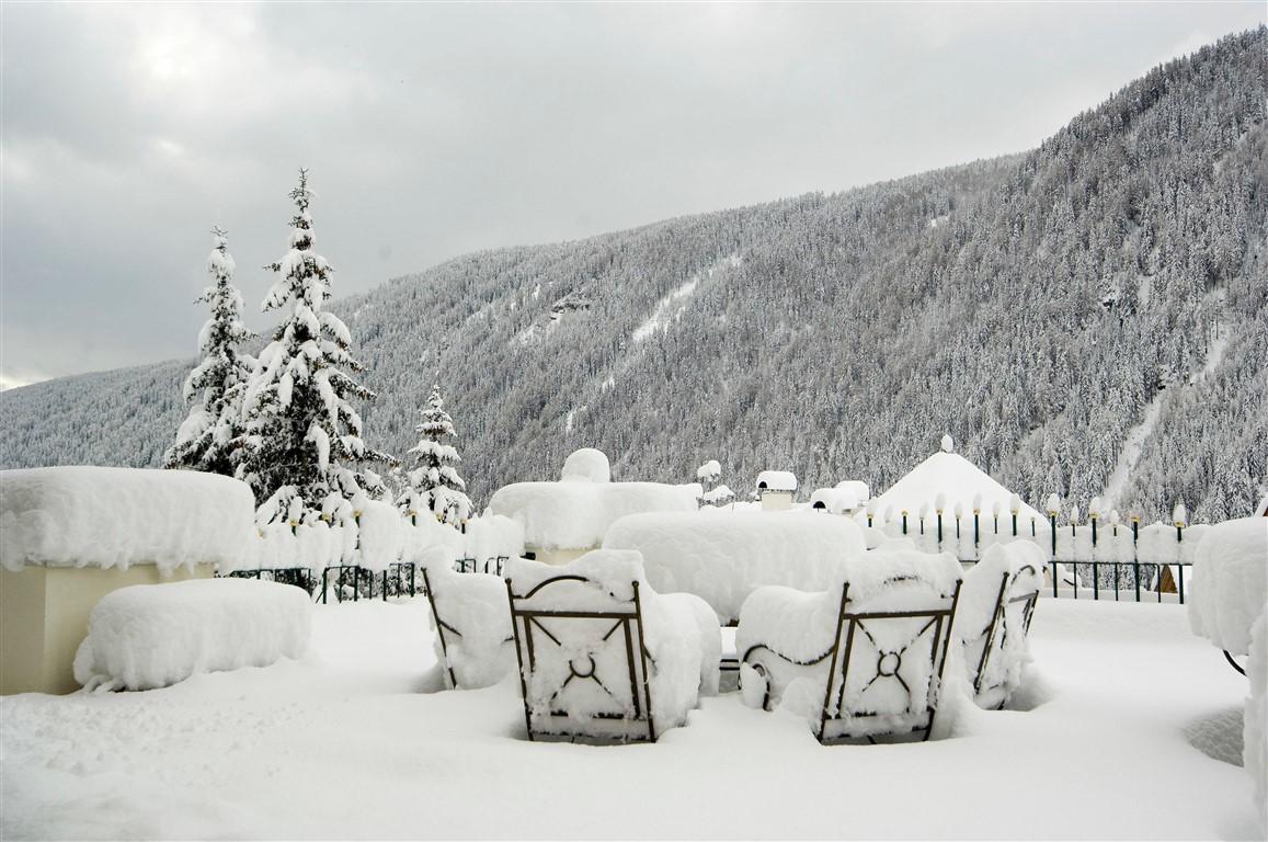 In Alto Adige, all'Hotel & SPA Falkensteinerhof di Valles, proposte speciali per vacanze neve tra trattamenti benessere e sciate per tutti. Un giorno di skipass gratuito durante l'Avvento