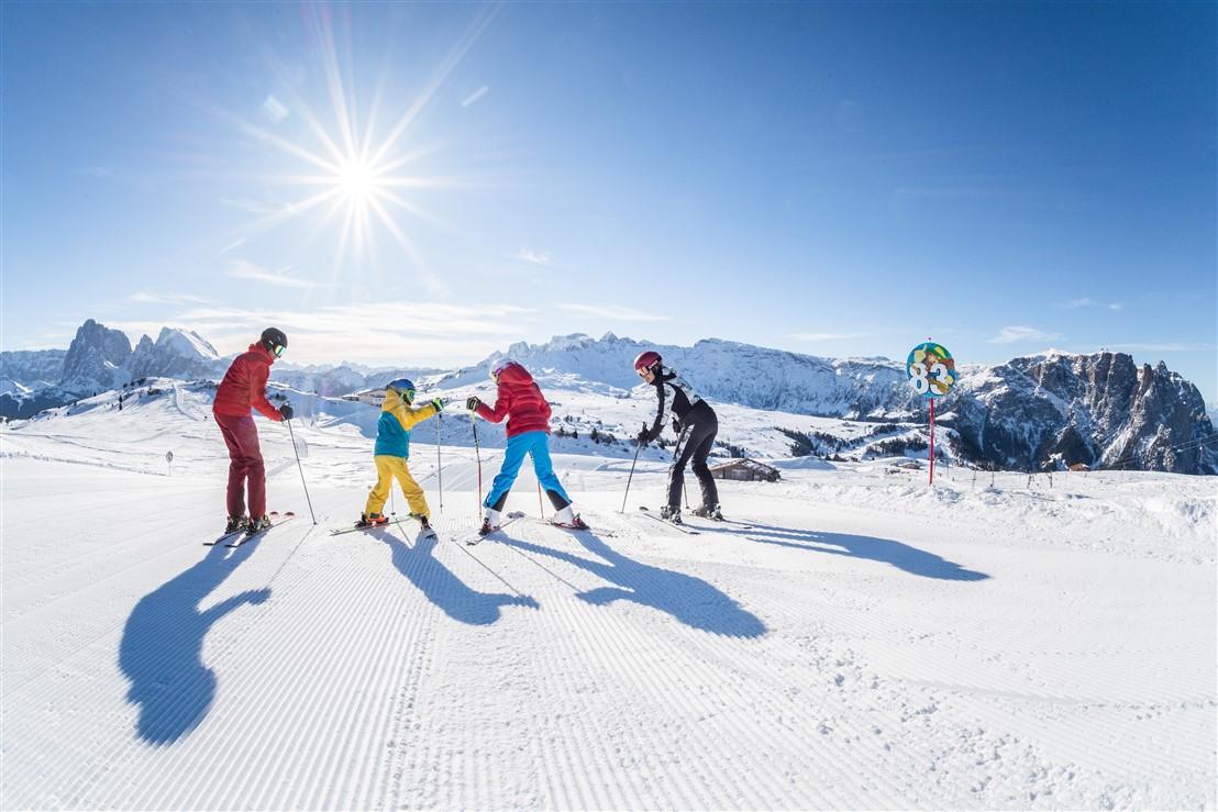Dolomiti: per gli appassionati 137 impianti, 342 km di piste nelle 12 zone sciistiche di Dolomiti Superski. Offerte speciali e promozioni per tutti