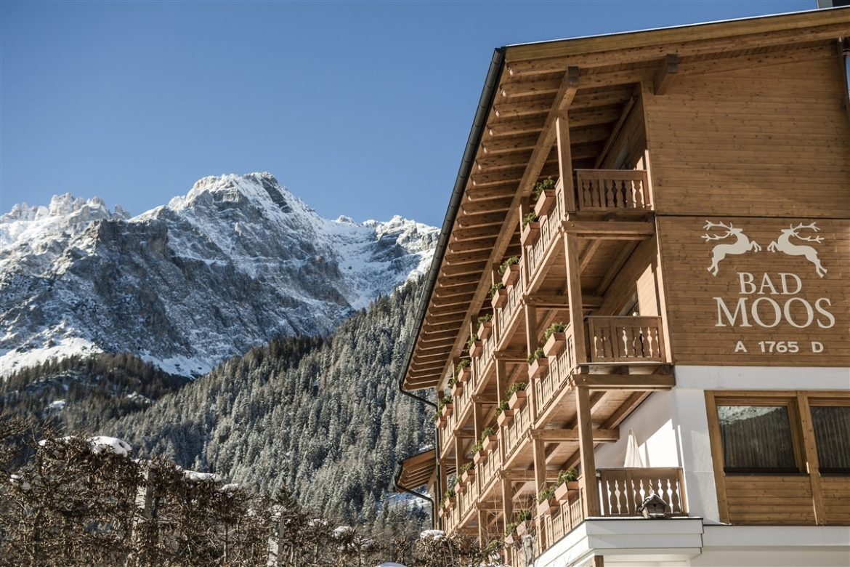 Bad Moos Dolomites Spa Resort, in Alto Adige sconti di fine stagione per una vacanza all'insegna di neve e relax. Direttamente sulle piste da sci e sotto le Cime di Lavaredo in un mondo fatto di eccellenze