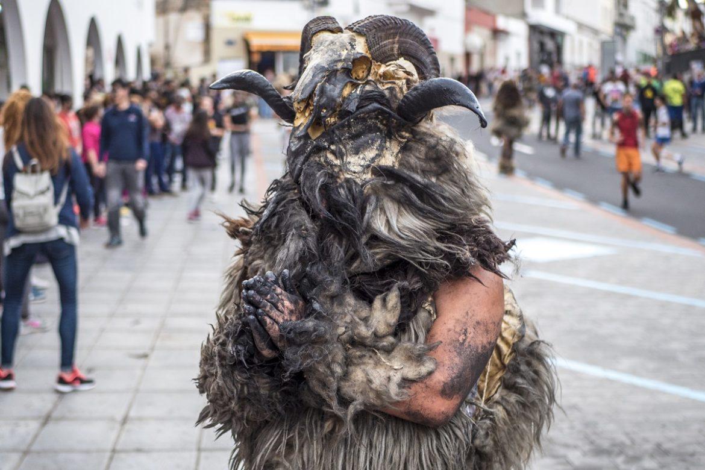 In tutte le Isole Canarie si è già acceso il Carnevale con appuntamenti di vario genere. Santa Cruz de Tenerife ha aperto le danze della festa più colorata dell'anno con sfilate e carri allegorici