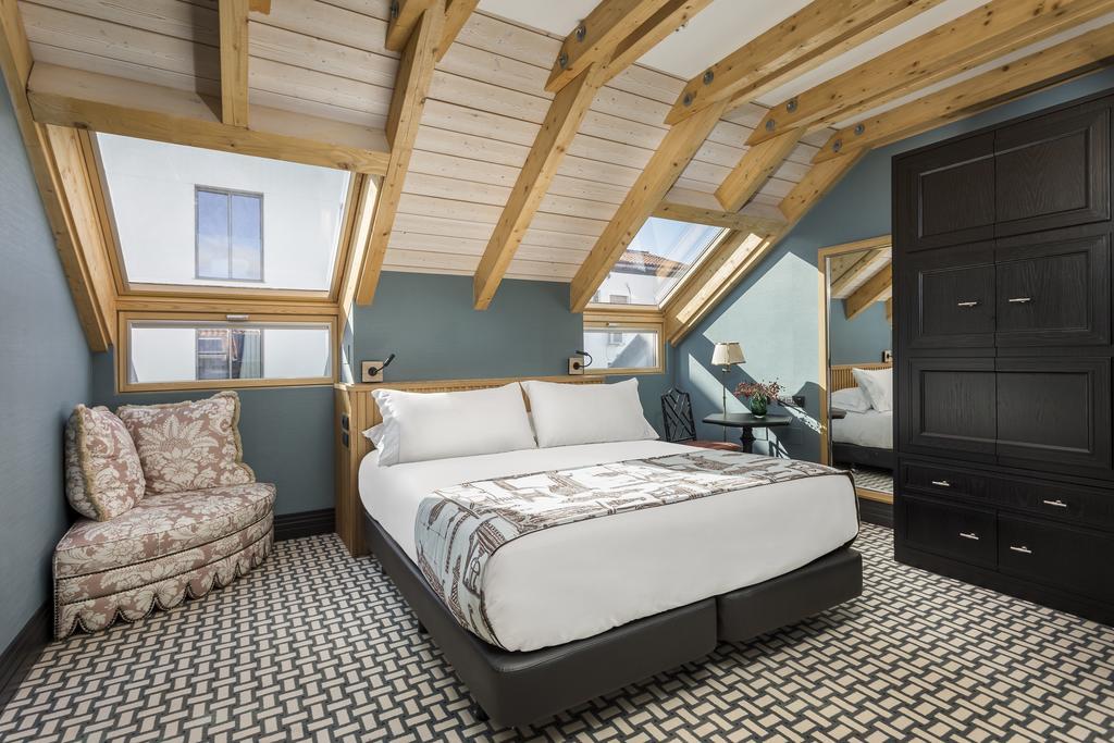 Room Mate Beach Hotels: innovazione e design per il Gruppo di Kike Sarasola. Il Room Mate Olivia ci aspetta dalla prossima estate a Maiorca. Ma sempre Grace a New York, Aitana ad Amsterdam…