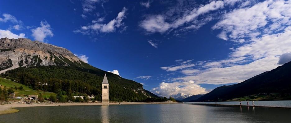 Il campanile nel lago