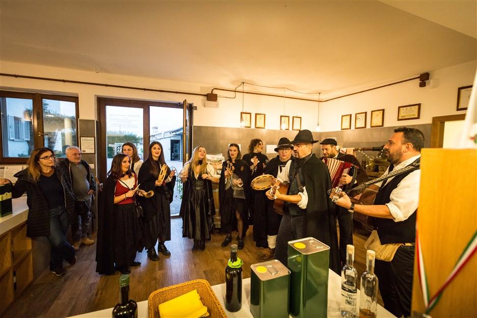 Alla scoperta dei piccoli borghi e dei frantoi umbri, dal 24 ottobre al 29 novembre, Frantoi aperti celebra il turismo esperienziale