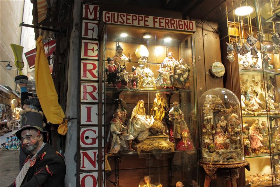 San Gregorio Armeno, la strada dei presepi
