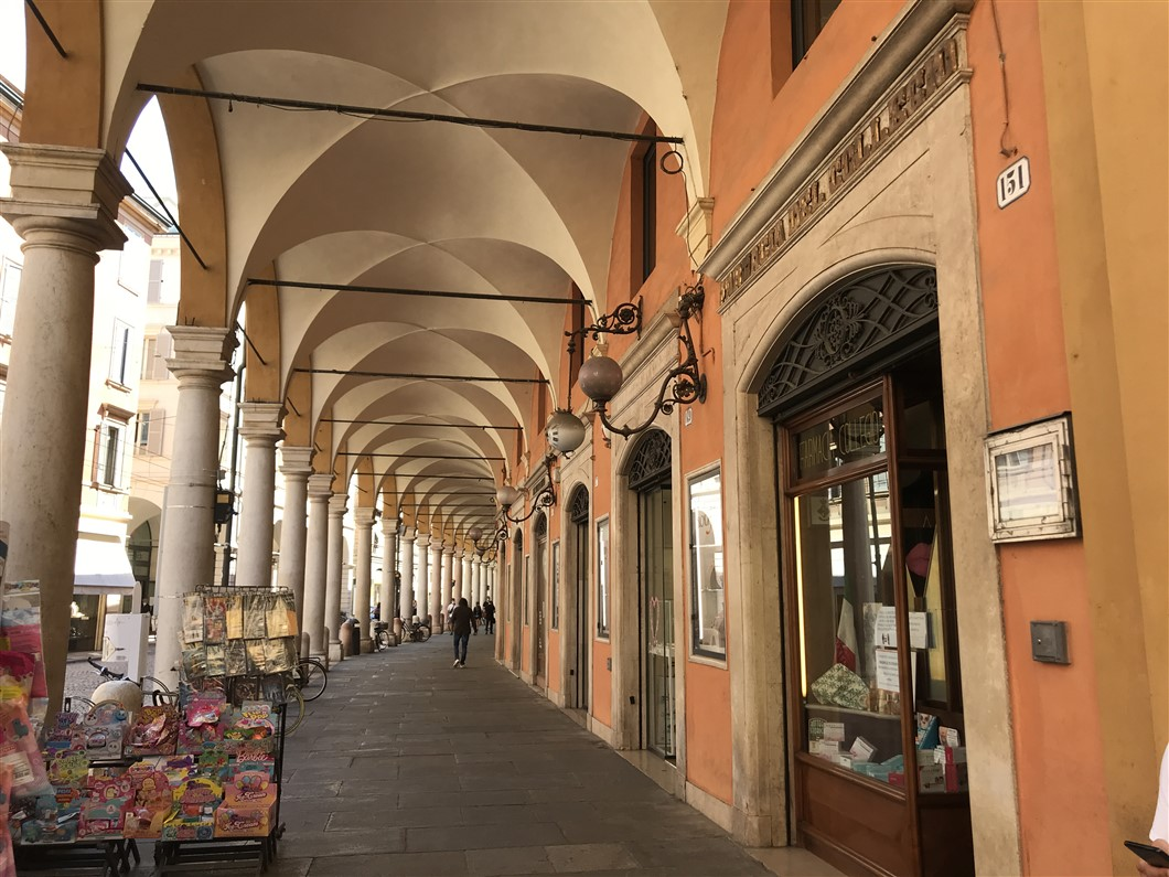 Modena, città d'arte e motori